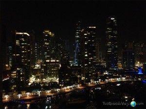 panorámica nocturna desde el hotel marriot de dubai marina
