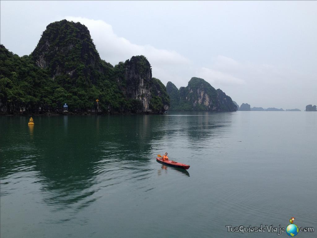 Excursión en Kayak en la bahía de halong