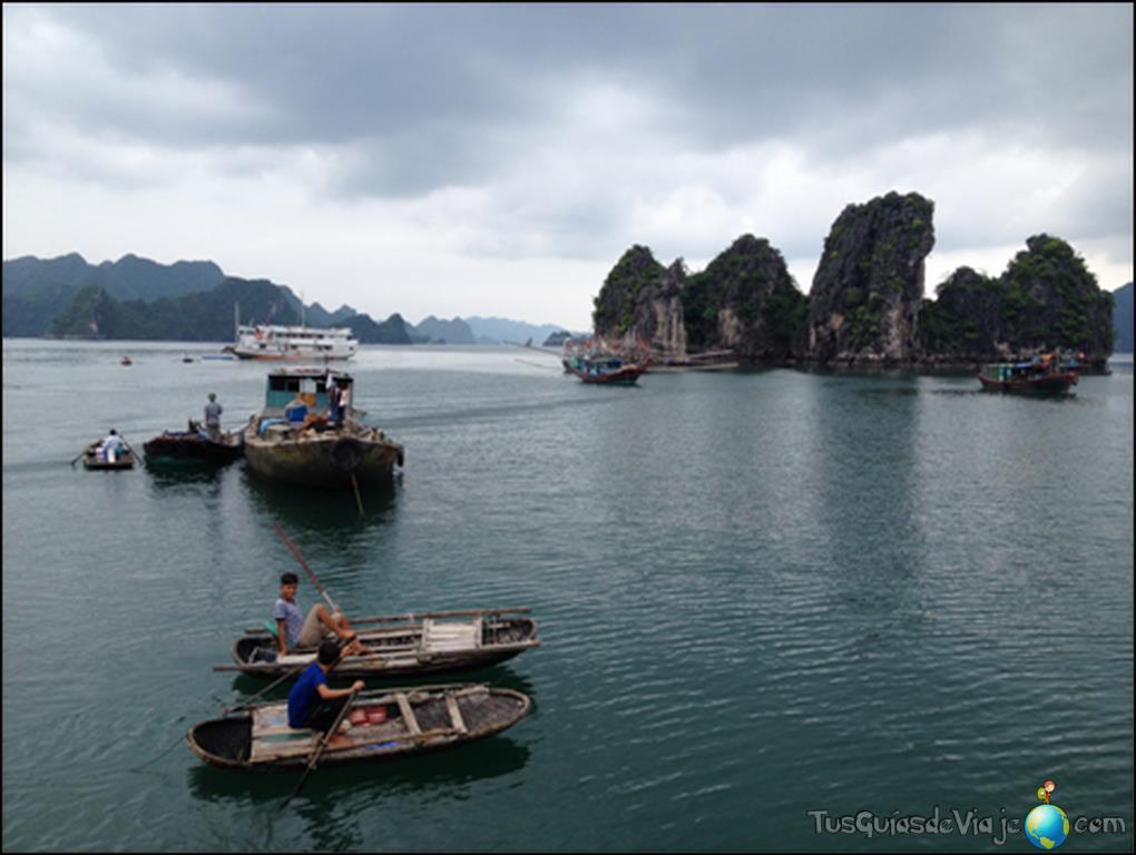 La impresionante bahía de halong en Vietnam