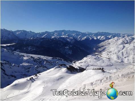 Panorámica de la estación de las montañas del Valle de Arán